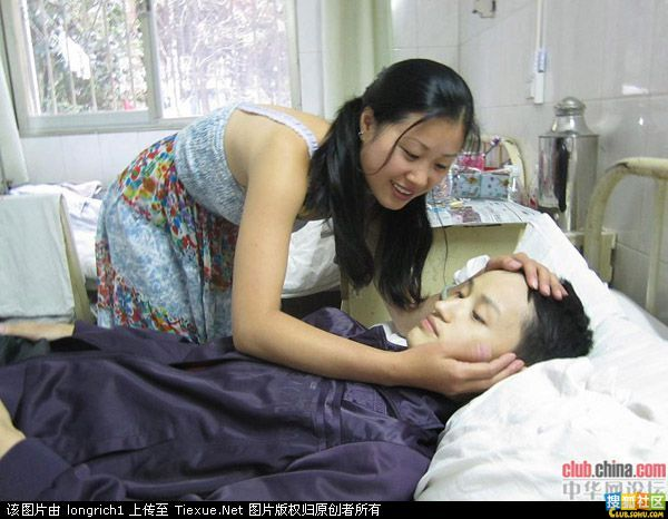 MM为21岁弟弟洗澡被称最美姐姐 道听图说 荆