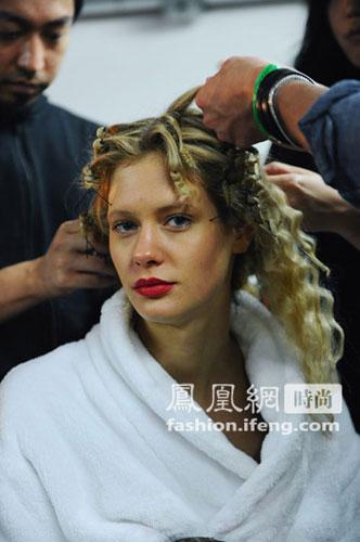 中分挑染发型图片 中分长发挑染发型 中分短发挑染发型女-短发挑染发图片