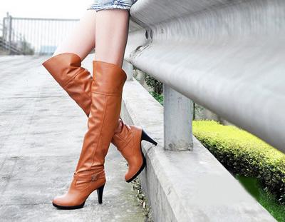穿高靴子的美女