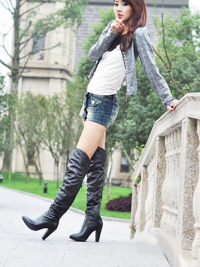 美女密码:时髦过膝长靴显高秀美腿