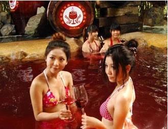 车臣美女赞比亚美女高校强制捐精红色温泉
