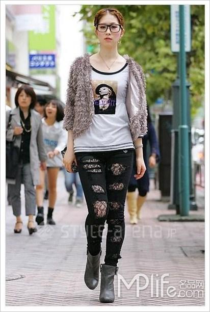 搭配一双纽约风的短靴,让整体装扮更具街头感.-日本MM街拍 长靴图片