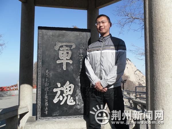 救援途中遭车祸 荆州武警中尉王锟不幸献身