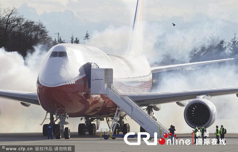 美国波音747-8洲际飞机首飞成功(组图)