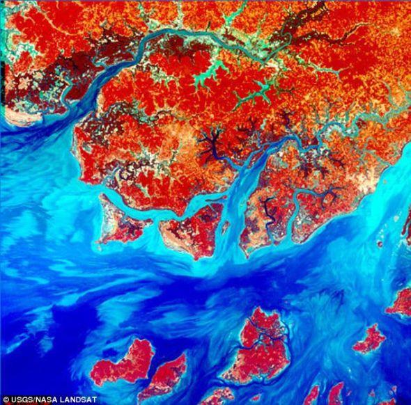 片合成这些类似抽象画的彩色照片,展示了地球的自然美景的错综复杂