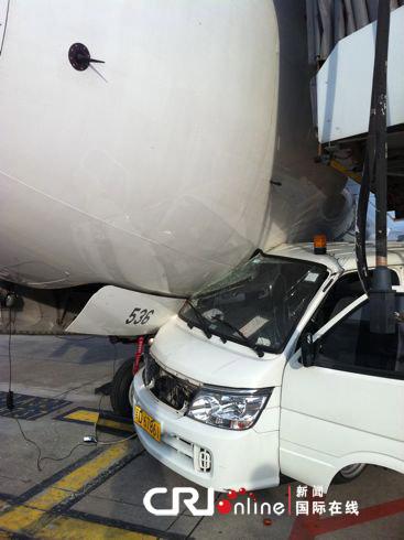 厦门机场惊现汽车飞机相撞事故(组图)