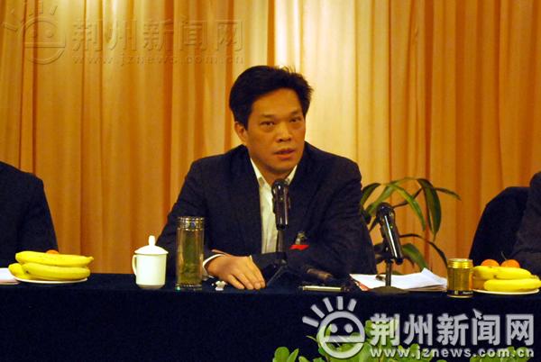 李建明说,洪监高速的修建是洪湖人民的共同愿望,洪湖人民要相信政府有