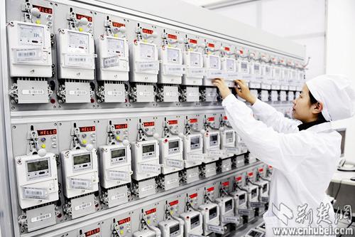 武汉家庭用电迎来智能电表时代 手机充电都算数