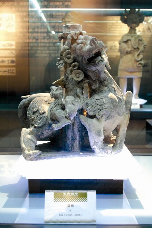 四川汉陶艺术展惊艳荆州 展出文物大多出自崖墓之中