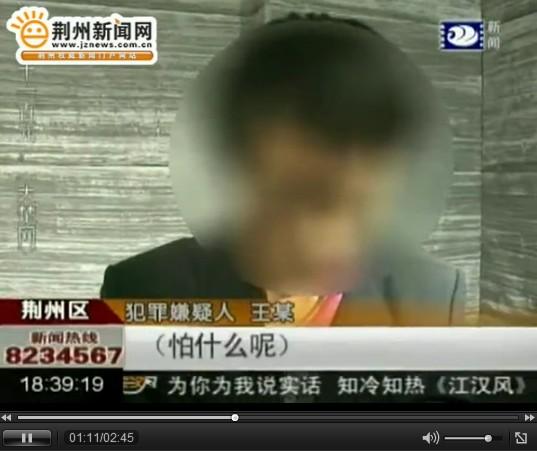 里,强奸了一名15岁的女中学生.   2月29号晚上10点左右,在家人陪