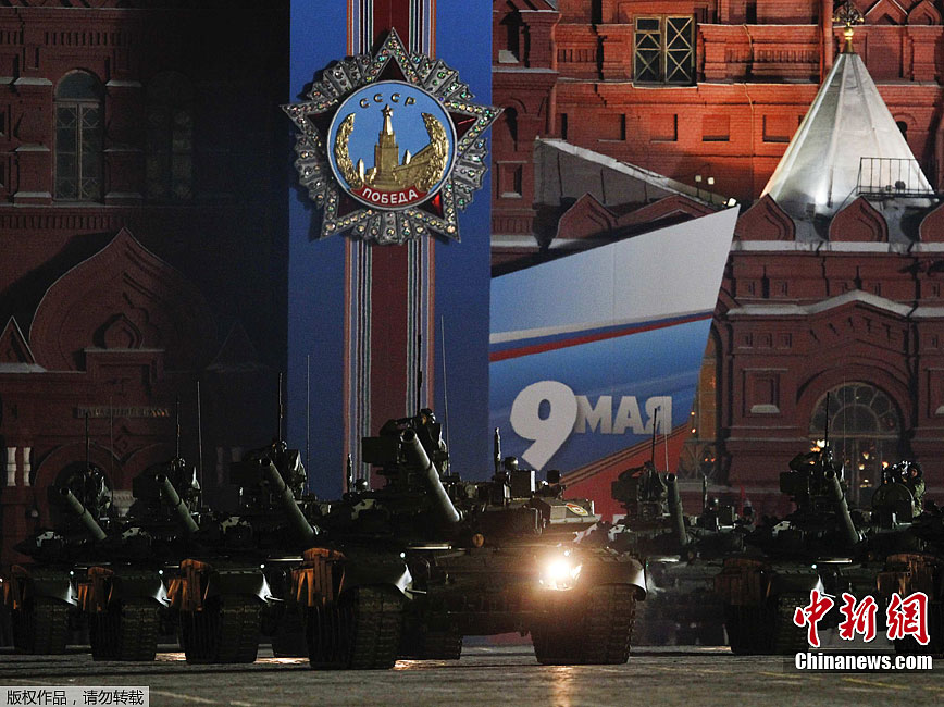 莫斯科红场举行胜利日夜间阅兵彩排 高清组图