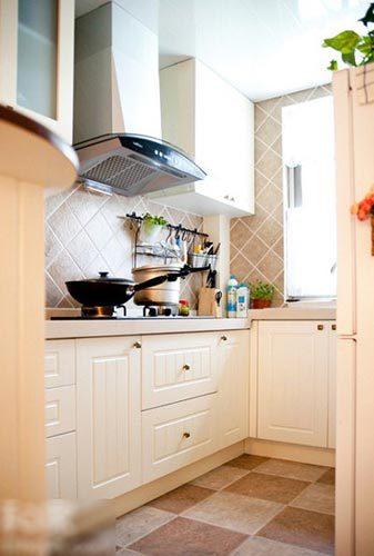 90平米房屋装修图片:米色的橱柜和浅咔色仿古砖与居室的整体风格呼高清图片