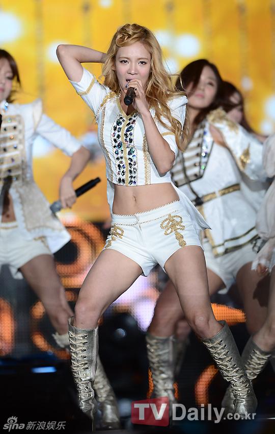 组图:第14届中韩歌会少女时代热舞秀美腿 少女