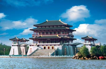 其中,大雁塔北广场十一期间每天上演五场与中秋,国庆主题相关的水舞
