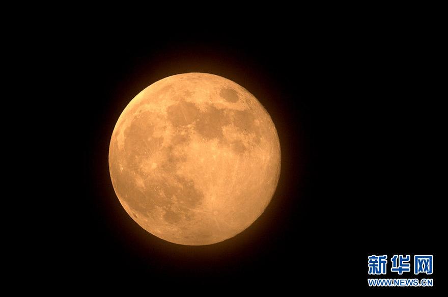 网友拍摄今年中秋节的圆月.(照片由新华网网友
