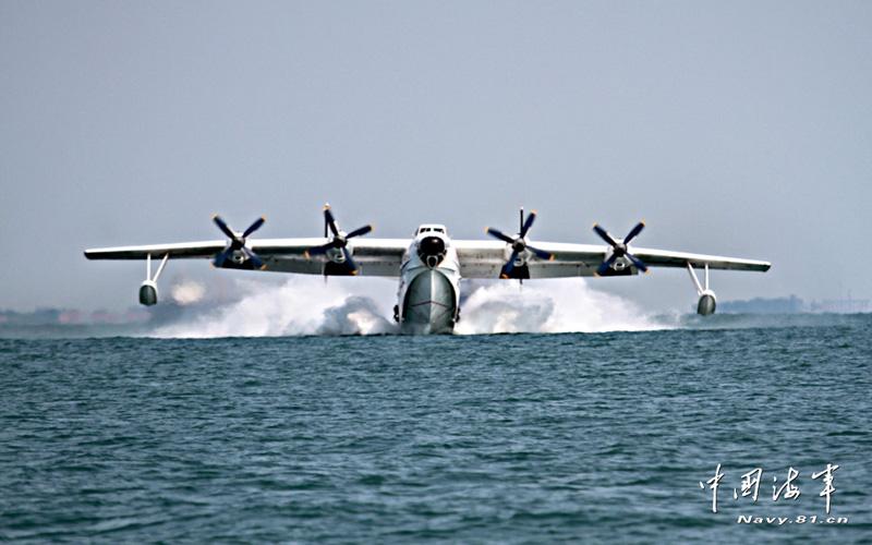 高清:海军水上飞机翱翔海天间 实施远海救援演练