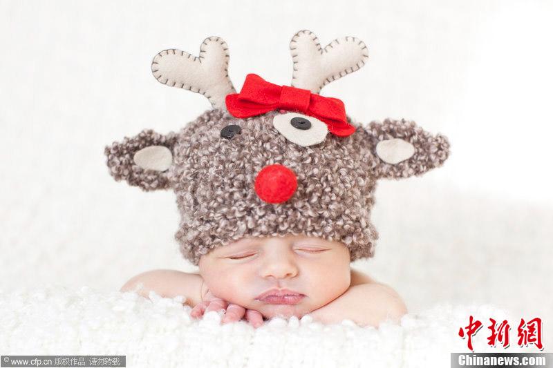超萌宝宝拍摄圣诞主题写真 可爱睡姿惹人疼
