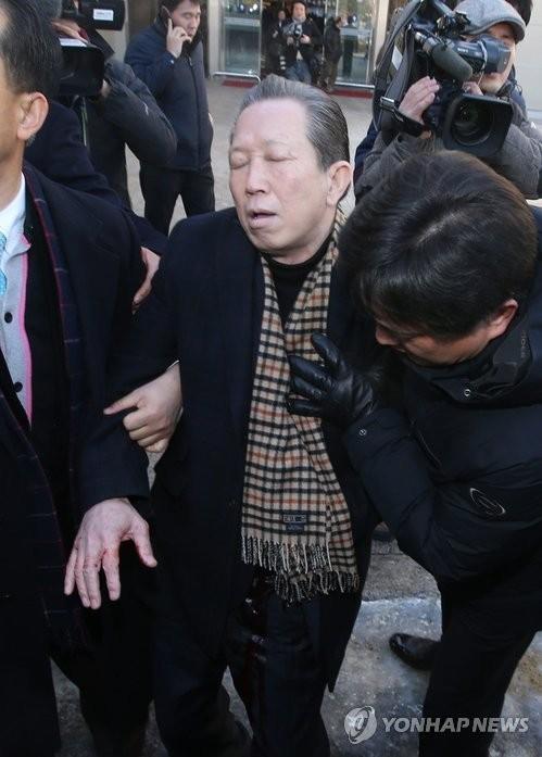 韩反日团体会员自残刺腹