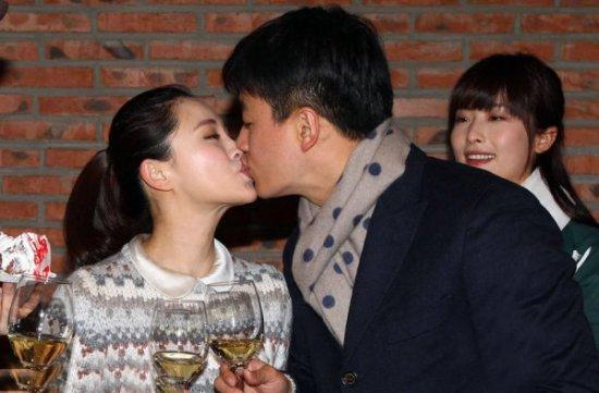 美女   2013年2月3日 佟大为夫妇首次合作拍摄电视剧
