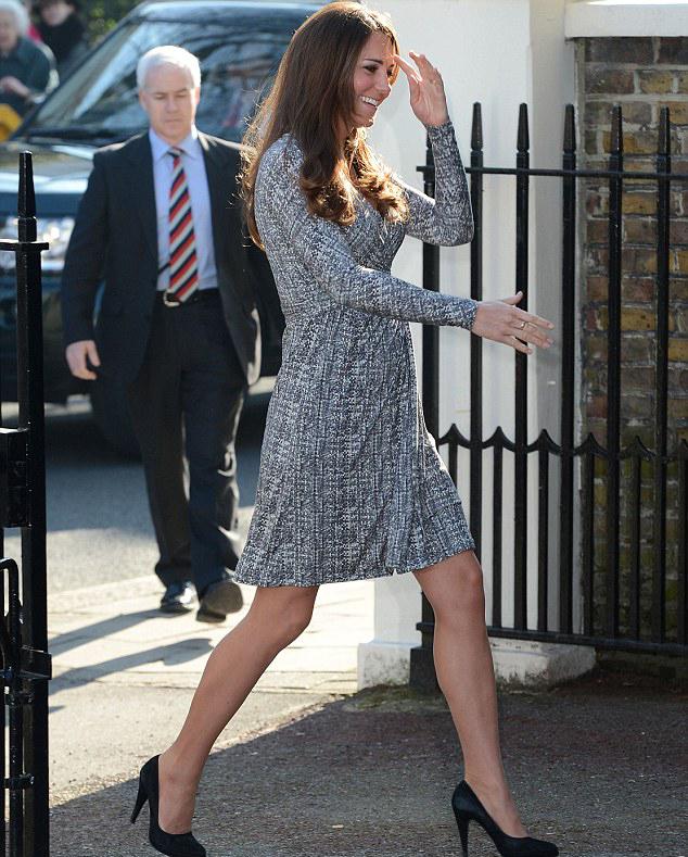 凯特/凯特王妃怀孕后首度亮相小腹隆起踩高跟不碍优雅姿态