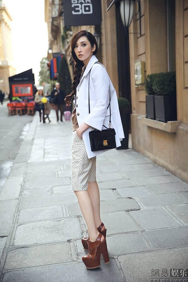 吴佩慈巴黎时尚街拍 1 4张 高清图片