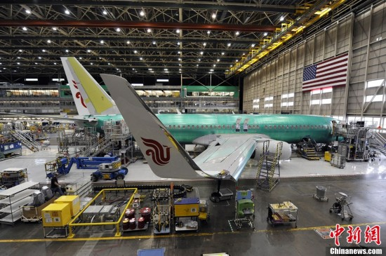 这架波音737-800型飞机落户在中国东方航空云南公司