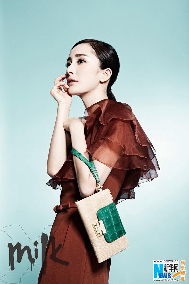 组图:杨幂封面写真俏皮短发如洋娃娃超甜美
