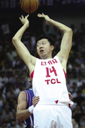 亚篮联称中国队裁掉王治郅 大郅说在一天就会竭尽全力