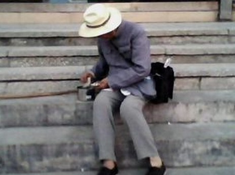 荆品新闻(8.8)一个女人让 两个 男人痛苦终身图片