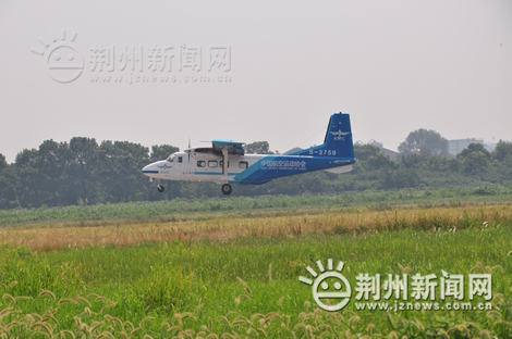 湖北首架运-12飞机落户沙市飞机场—荆州社会—荆州