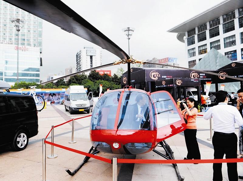十堰,宜昌等地均有富豪购买私人游艇用于游玩或接待宾客,私人飞机的