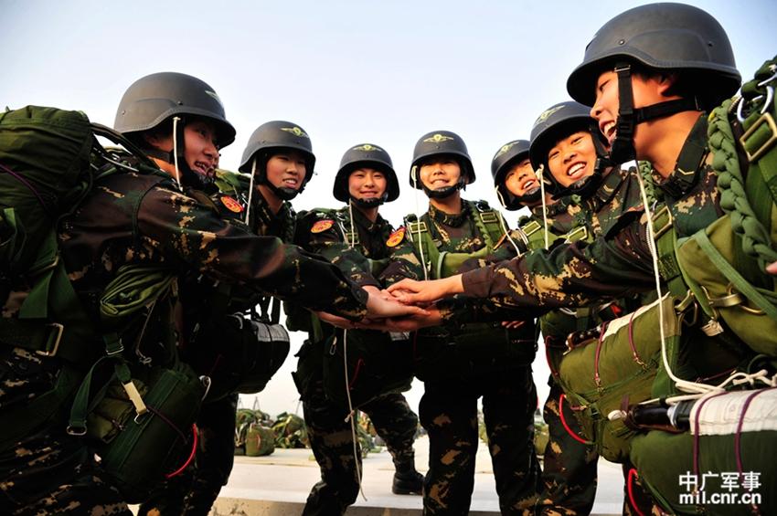 解放军首支陆军女子特战连训练生活照片曝光
