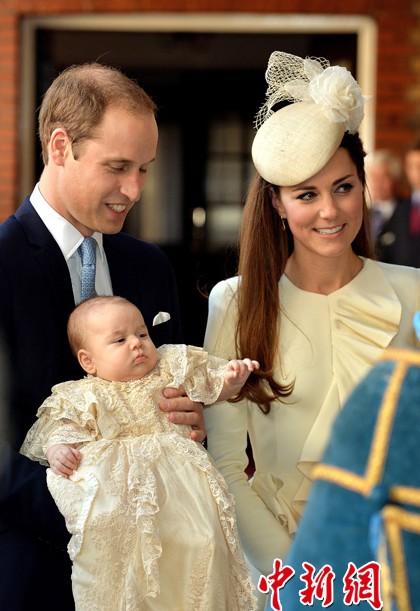 威廉凯特夫妇携乔治小王子参加受洗仪式(图)