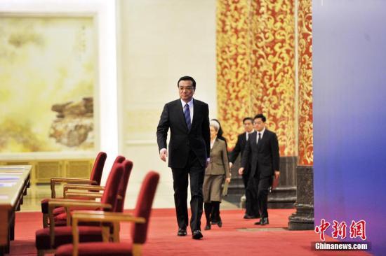 人大二次会议闭幕后,国务院总理李克强应大会发言人邀请,在人民