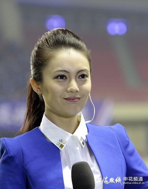 高清:央视美女记者抢镜虹口