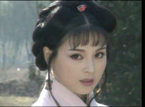 赵明明在《汉宫飞燕》里饰演赵飞燕一角,她的扮相明眸皓齿,看起来很