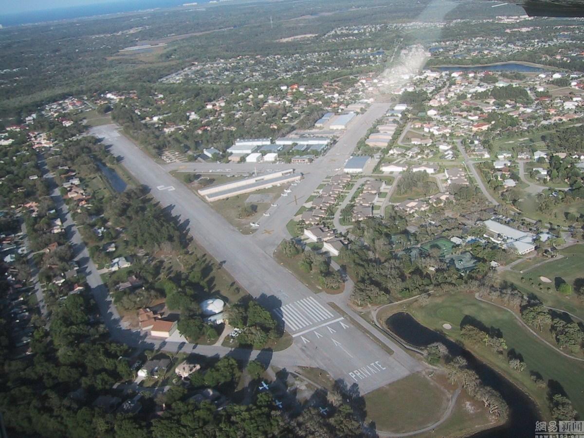 佛罗里达州航空小镇家家有飞机 方便打高尔夫