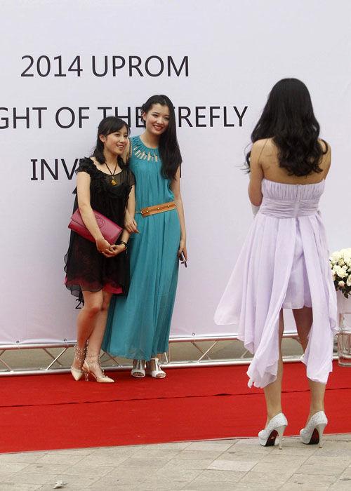郑州毕业高中生举行舞场面奢华被质疑炫富上生物课有意思高中怎么图片