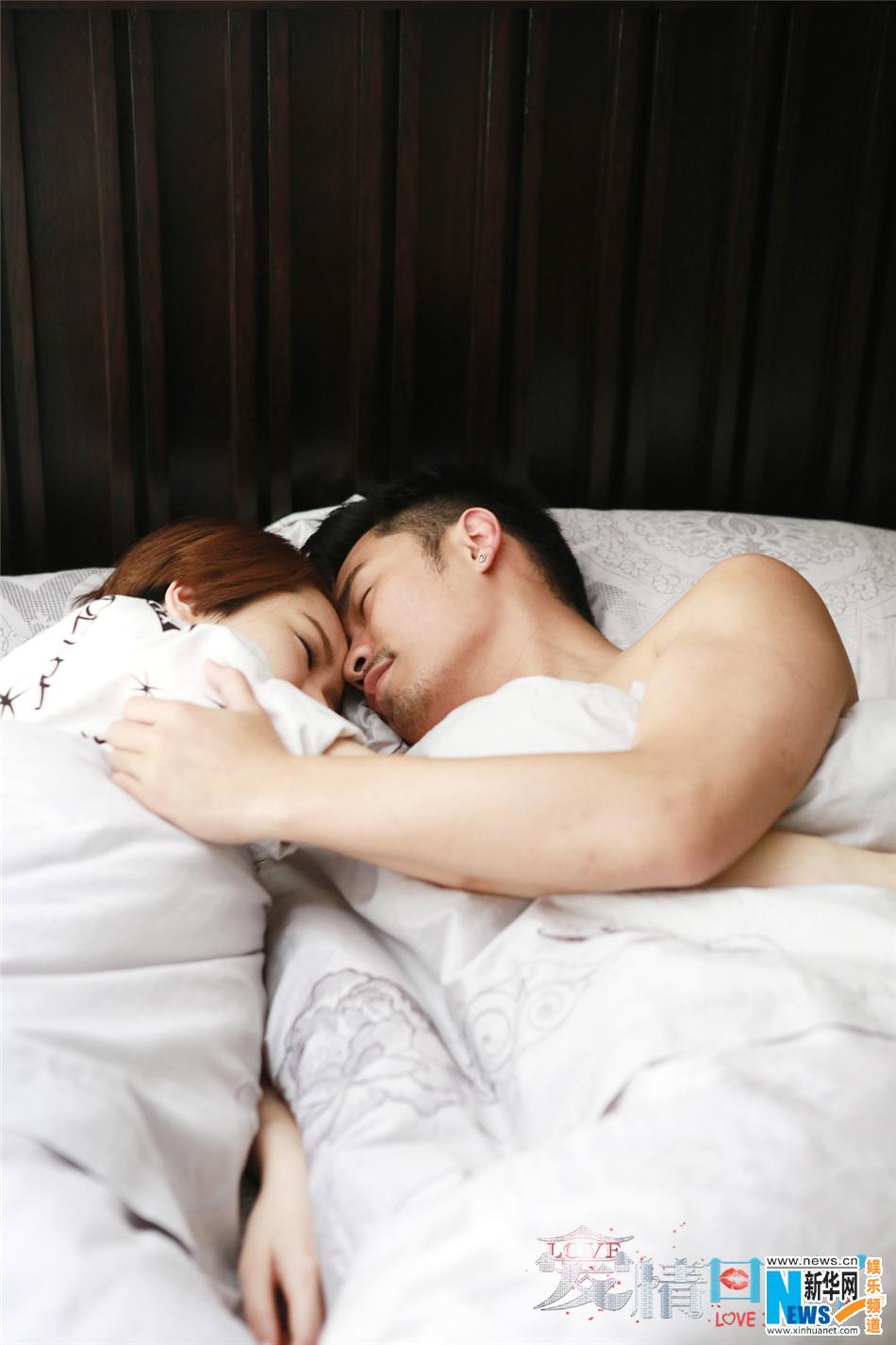 《爱情回来了》热播 陈赫戚薇亲密床戏剧照曝光 竖