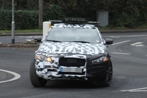 捷豹首款SUV量产版测试车-捷豹C X17量产版谍照 或命名Q Type XQ高清图片