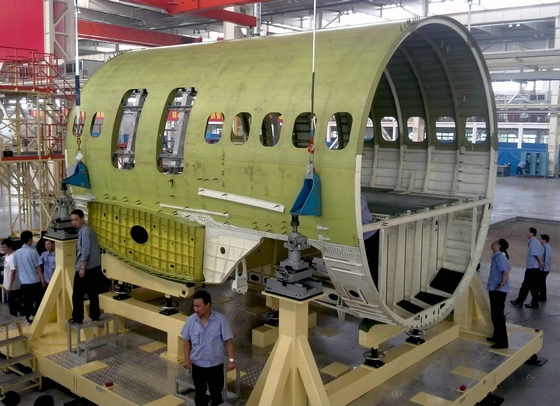 中国首架国产大飞机中机身下线 做工精良(图)—军事—
