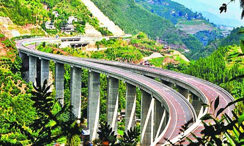 【湖北今年将建成24条高速公路】目前湖北在建高速公路约2600公里