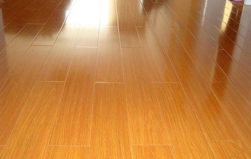 复合木地板贴法-实用复合地板保养方法 打造无忧家装图片