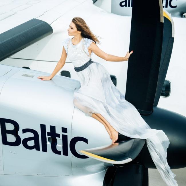 年度最美空姐挂历来袭 秒杀娱乐圈女星图片