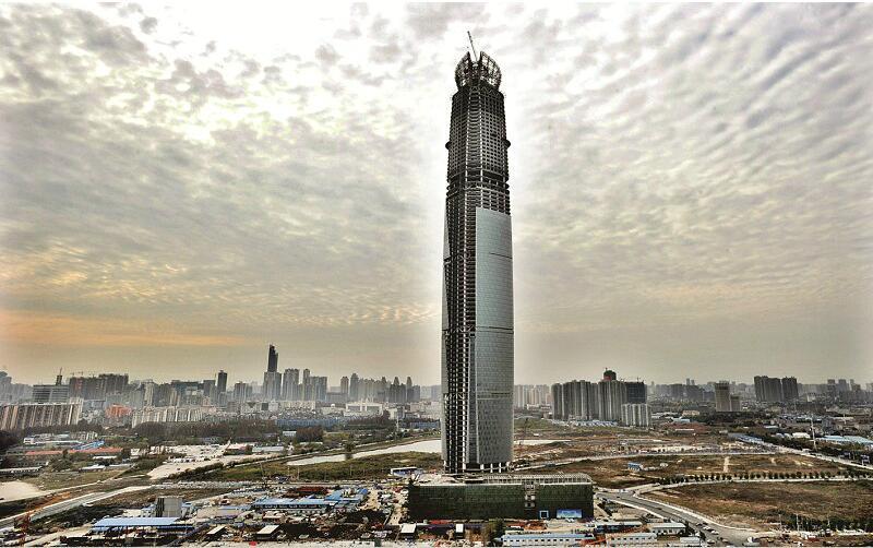 图为:武汉中心大厦