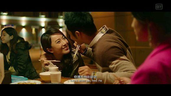 """--> 花了这么多钱,王刚连刘玲的影子都没见着。 这天,王刚照例登陆刘玲的网络空间,发现刚刚有一个女性朋友来留过言。王刚很好奇,于是去看了看她的网络空间,结果当场傻眼——这女孩的生活照,怎么跟刘玲寄给自己的生活照一模一样? 当刘玲再一次""""柔弱地""""找他要钱时,王刚顺口说:""""我刚为你存了5000元,还买了个金戒指,就想当面给你,也看看你是男是女。"""" 此话一出,刘玲立即从王刚的网络好友中消失了。 王刚此时才百分百确认自己受骗了。他回想起每"""