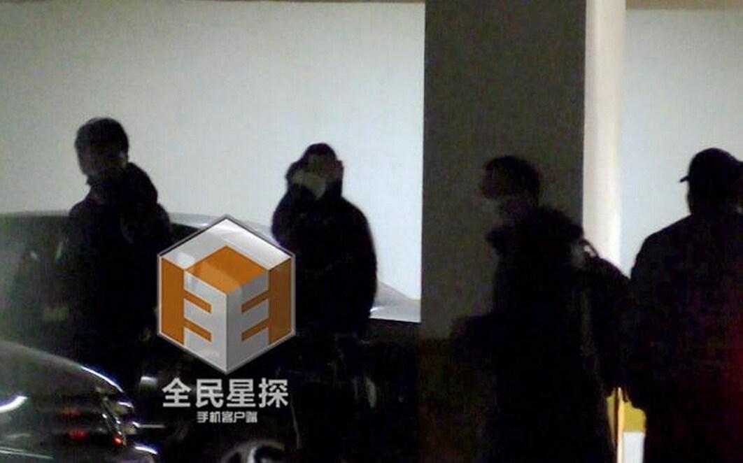 组图:冯绍峰带林允与朋友聚餐图片