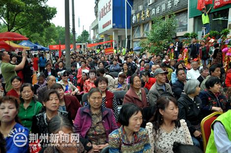 """荆州首家""""爱心超市""""正式开业 开启慈善新模式"""