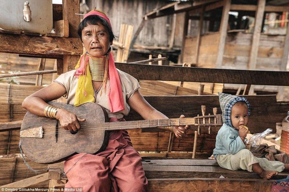 揭秘缅甸克扬族妇女以长脖子为美