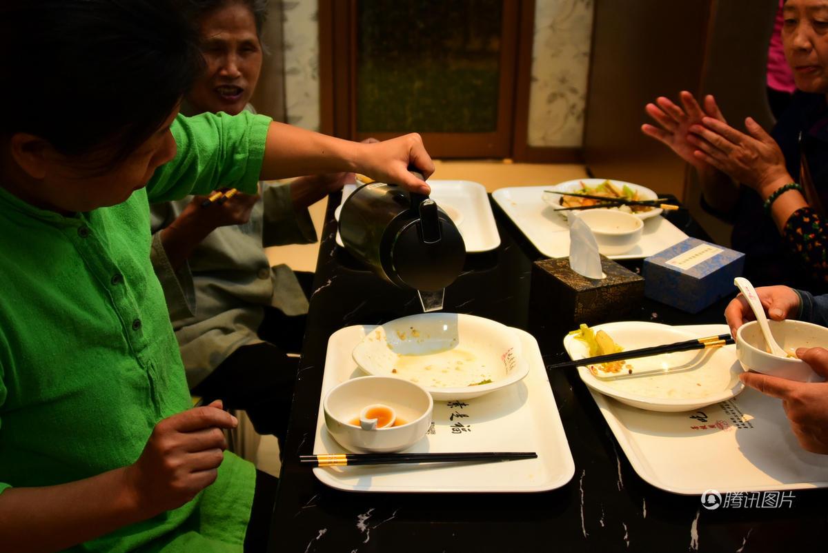 河南郑州免费素食餐厅开业 吃饭不要钱